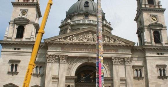 A nova maior torre de Legos do mundo é construída em Budapeste