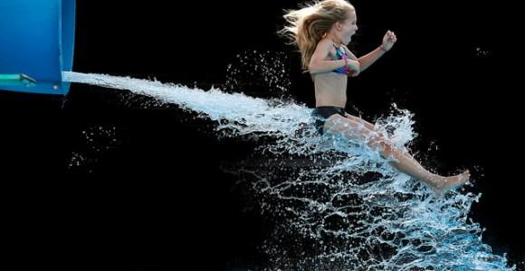 Fotógrafa registra a diversão em um parque aquático de um jeito diferente