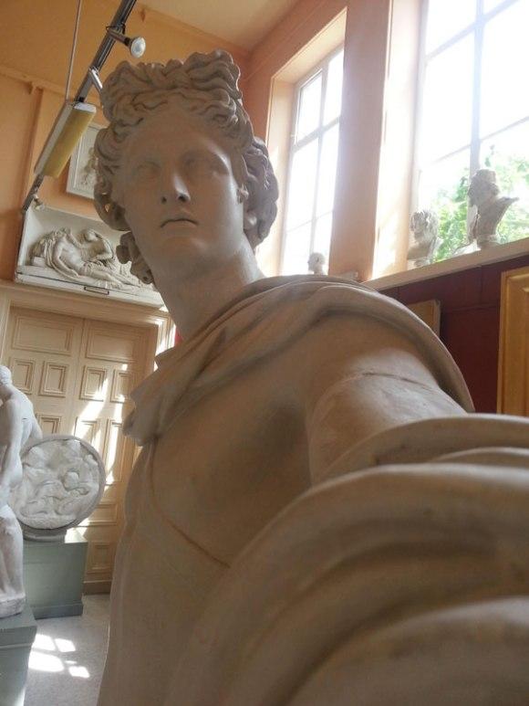 statue-selfies-2[1]