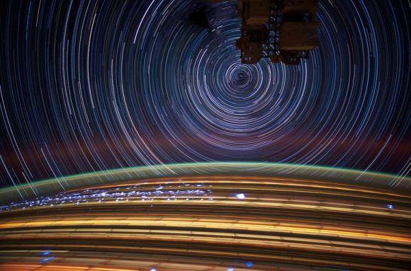 Fotos em longa exposição do espaço (14)