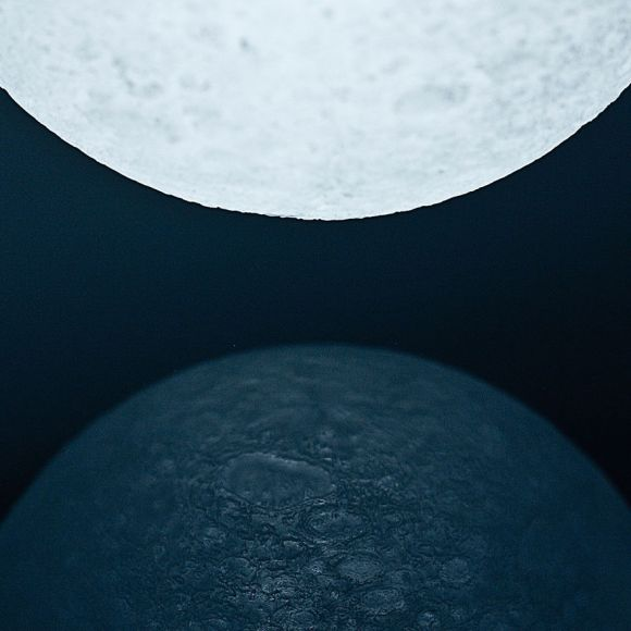 Totally-Accurate-LED-Lamp-Mimics-The-Moon__880[1]