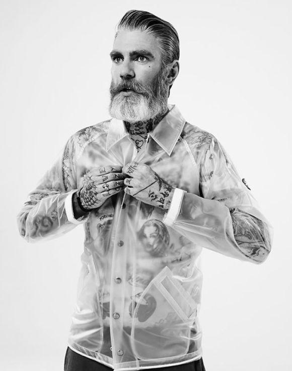 Pessoas mais velhas com tatuagem 2