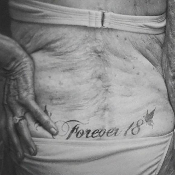 Pessoas mais velhas com tatuagem 20