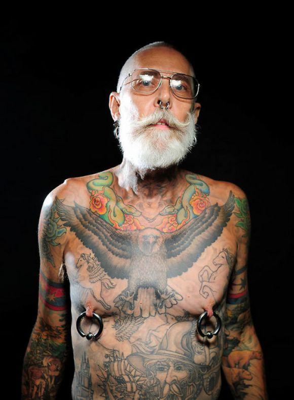 Pessoas mais velhas com tatuagem 3