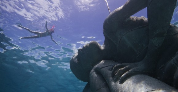 Maior escultura submersa do mundo servirá também como um recife artificial