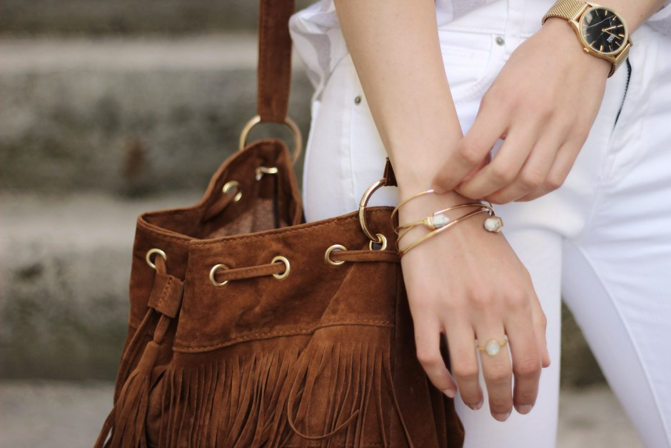 zoom-bijoux-look-white-and-stripes