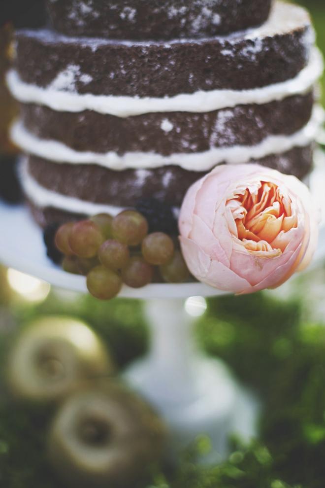 Naked wedding cake and peony