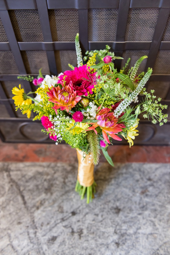 How gorgeous is this bright and colorful bouquet?!