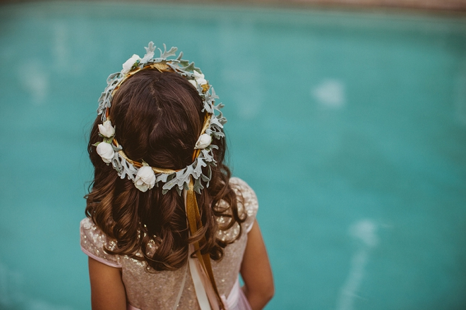 We're loving this flower girl's modern flower crown at this gorgeous Palm Springs wedding!