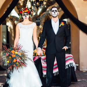 How gorgeous is this styled Day of the Dead wedding?! LOVE!