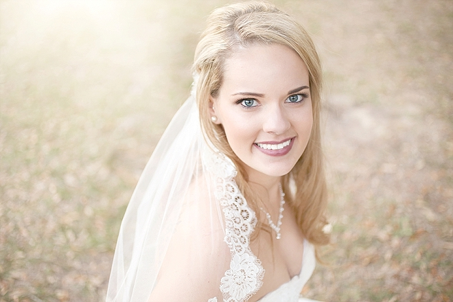 We love this Bride's stunning wedding day style!