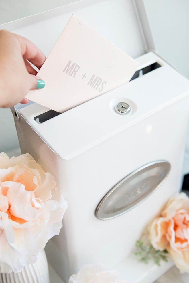 How darling is this DIY mailbox wedding cardbox!?