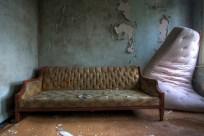 Buck-Hill-Inn-13-couch