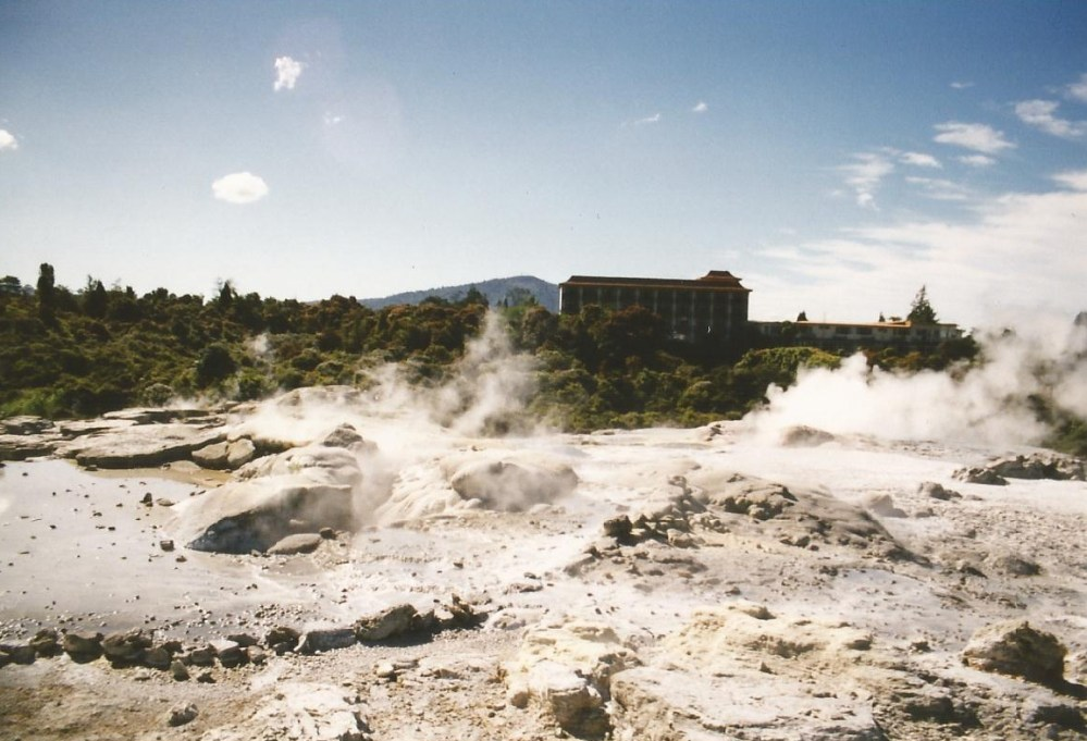 New Zealand Odyssey Part VI - Geysers and the Beating Heart of the Earth. (3/6)