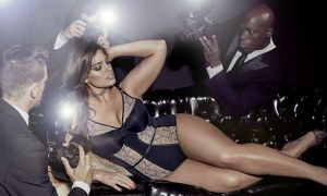 393e2c7700000578-3829579-curvaceous_plus_size_model_ashley_graham_shows_off_her_new_colle-a-54_1476049402772