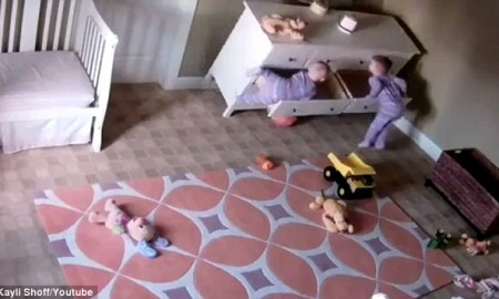 3bcc2d0200000578-4083238-trapped_toddler_brock_shoff_pictured_on_left_was_filmed_trapped_-a-4_1483430453339