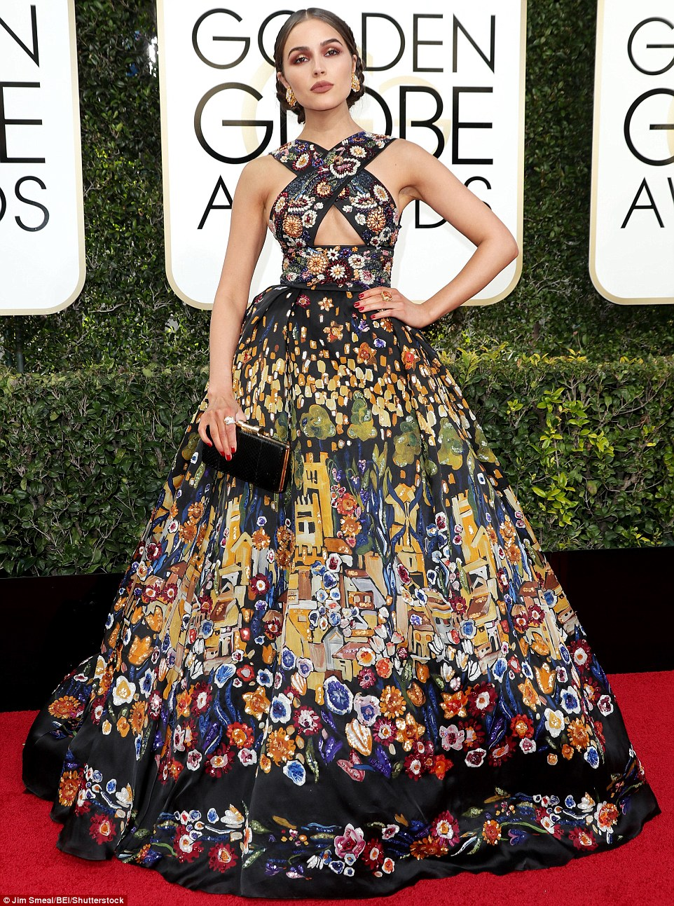 3bf721c400000578-4100390-a_real_eyeful_olivia_culpo_looked_as_though_she_had_ripped_down_-m-114_1483927534747