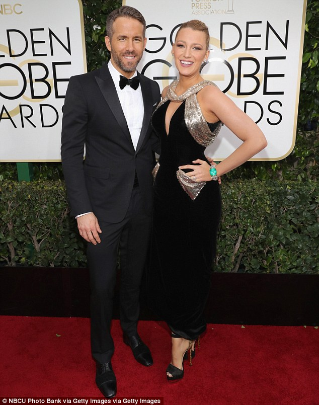 3bf79c2b00000578-4100410-hot_hollywood_couple_blake_lively_and_ryan_reynolds_smouldered_o-m-17_1483925459315