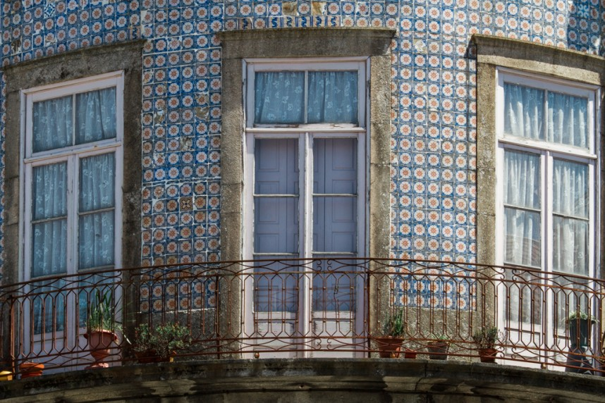 Zoom sur une façade en azulejos
