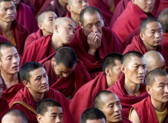 TIBETANS  IN  EXILE  SHOULD  MAINTAIN  THEIR  IDENTITY