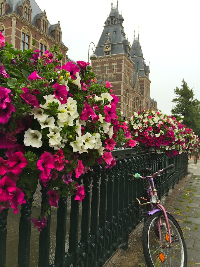 Things to do in Amsterdam: Walk along the canals #amsterdam