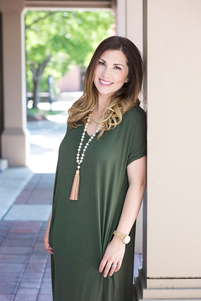 Maternity Style   Comfy Chic -Wearing maternity clothes doesn't mean you can't be stylish and feel beautiful. Check out what I wear throughout my pregnancy on the blog.