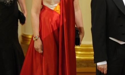 Vestida de Angry Birds en una cena de gala con el presidente de Finlandia