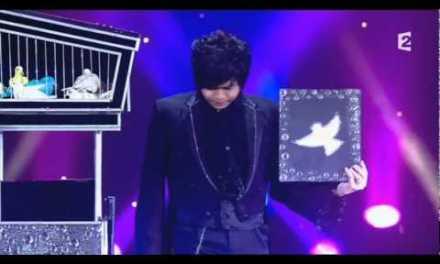 Impresionante ilusionista con palomas