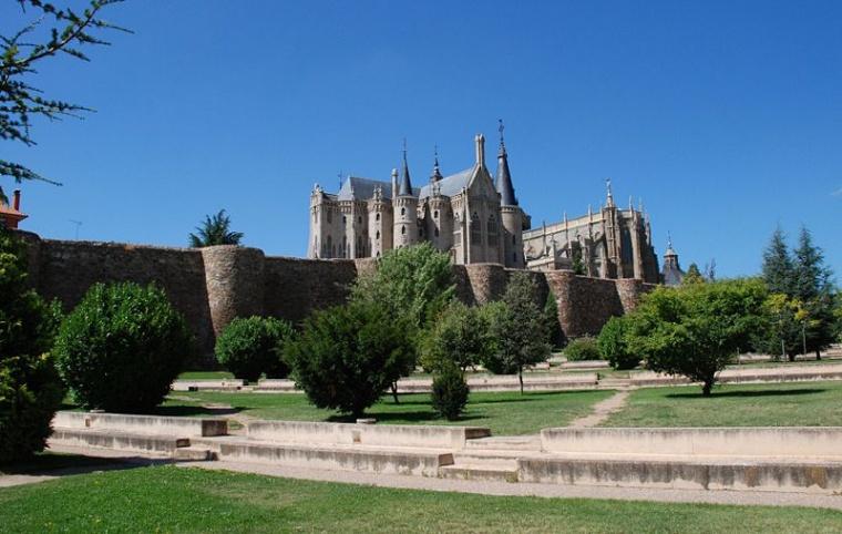 Muralla y Palacio Episcopal de Astorga