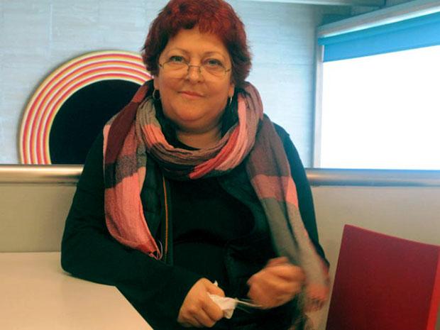 La artista Lia Perjovschi, en un momento de la entrevista. © Fotografía: Eloísa Otero. La artista Lia Perjovschi, en un momento de la entrevista. © Fotografía: Eloísa Otero.