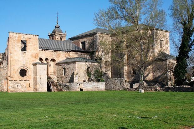 Monasterio de Santa María de Carracedo, El Bierzo (León)