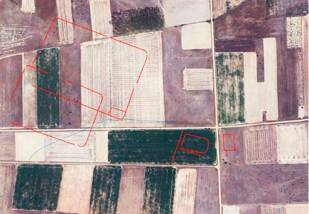 Los campamentos contorneados sobre la foto aérea de la zona de Villamontán