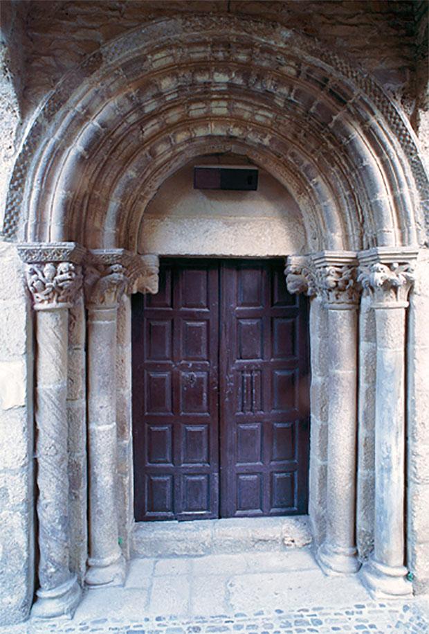 Iglesia de San Esteban en Corullón (El Bierzo - León)