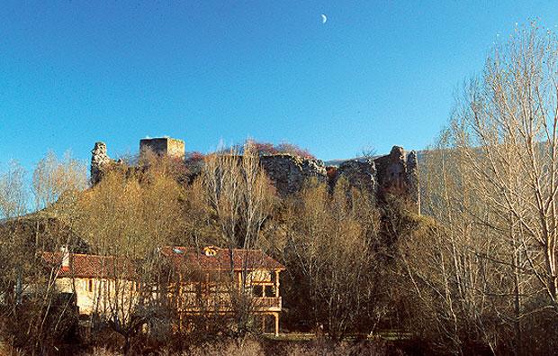 Castillo de Venal en El Castillo,Riello (León)