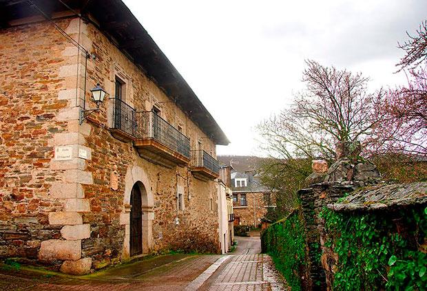 Casona de Las Burillas en Los Barrios de Salas (El Bierzo - León)