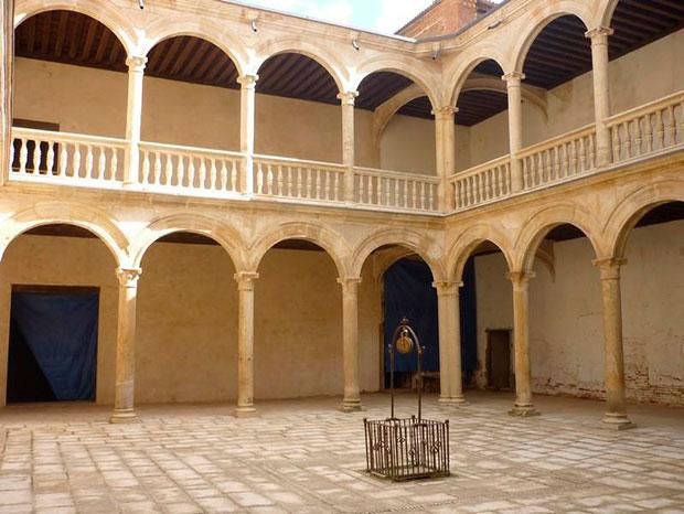 Patio del Palacio de los Condes de Grajal de Campos (León)