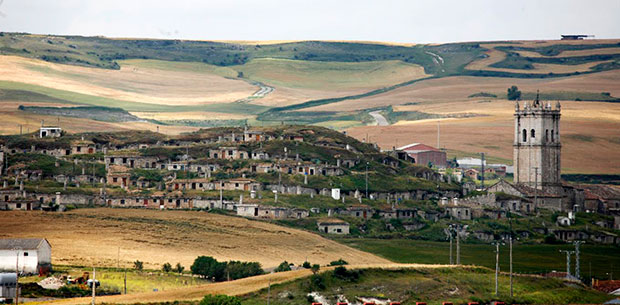 Panorámica de las bodegas de Baltanás en el Cerrato (Palencia)