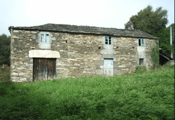 Stone built house for renovation in Xermade, Galicia