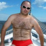 speedo-guy-blurred_widescreen