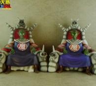 A gauche : Piccolo Daimao du Tokyo Toys Festival / A droite : le bootleg