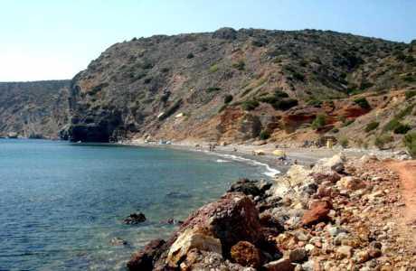 Αναλλοίωτη από το πέρασμα του χρόνου, η Αποθήκα αποτελεί ένα από τα πιο παρθένα τοπία της Χίου.