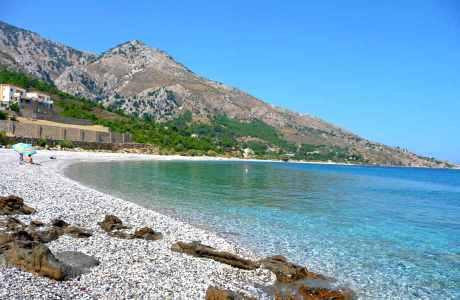 Γαλήνη όπως Γιόσωνας: Εδώ θα απολαύσετε το πιο μαγευτικό ηλιοβασίλεμα του νησιού.