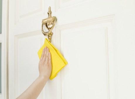 Καθαρίστε τις πόρτες