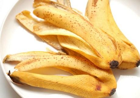 Μπορείτε ακόμα και να τις μαγειρέψετε τις μπανανόφλουδες ή και να φτιάξετε τσάι από αυτές.