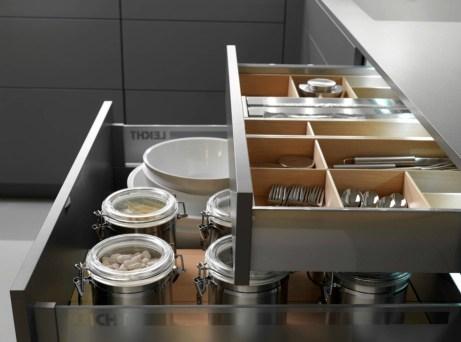 Όλα τα τρόφιμα οργανώνονται καλύτερα μέσα σε βάζα, δοχεία και τάπερ.