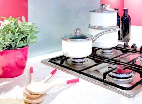 Καθαρίστε τους πάγκους της κουζίνας με λίγο ξύδι.