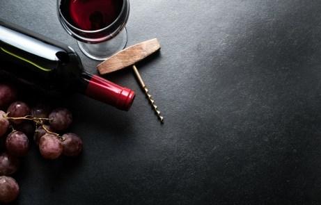 Βάλτε το περισσευούμενο κρασί σε ένα μπουκάλι perrier.