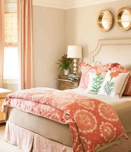 Συνδυάστε το κοραλλί με παλ αποχρώσεις για το υπνοδωμάτιο για ένα πιο κλασικό αποτέλεσμα.