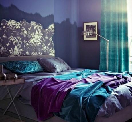 Το τιρκουάζ και το μοβ είναι δύο χρώματα που παρόλο που είναι πολύ έντονα, δένουν πολύ όμορφα μεταξύ τους.