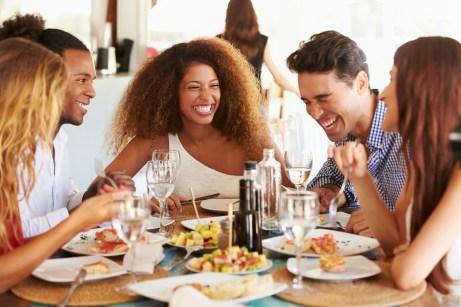 Το ευχάριστο κλίμα σ' ένα εστιατόριο δημιουργεί την αίσθηση του να θέλει κανείς να το επισκεφτεί ξανά.